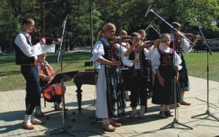 Brněnský Rozhlasový Orchestr Lidových Nástrojů* Volksinstrumentengruppe Des Brünner Rundfunks - Lieder Und Tänze Aus Der Tschechoslowakei