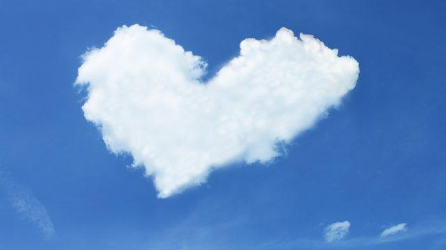 Nebe, mraky a srdce