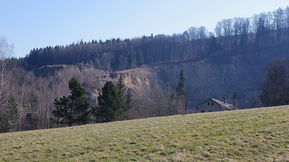Původně malý lom se od roku 1929 rozrostl na velký těžební prostor