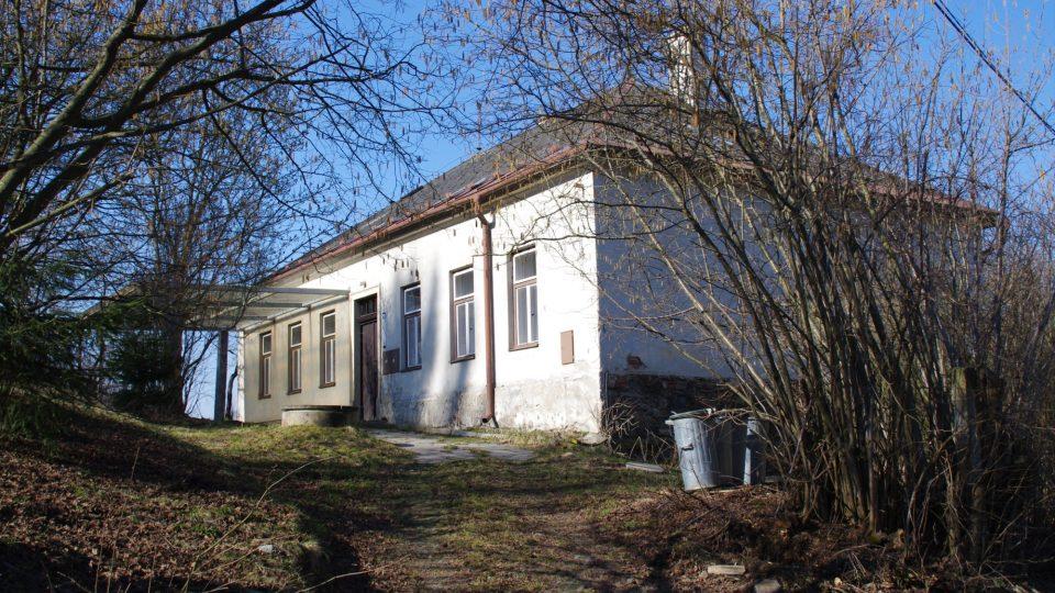 Školní budova byla postavena v roce 1889