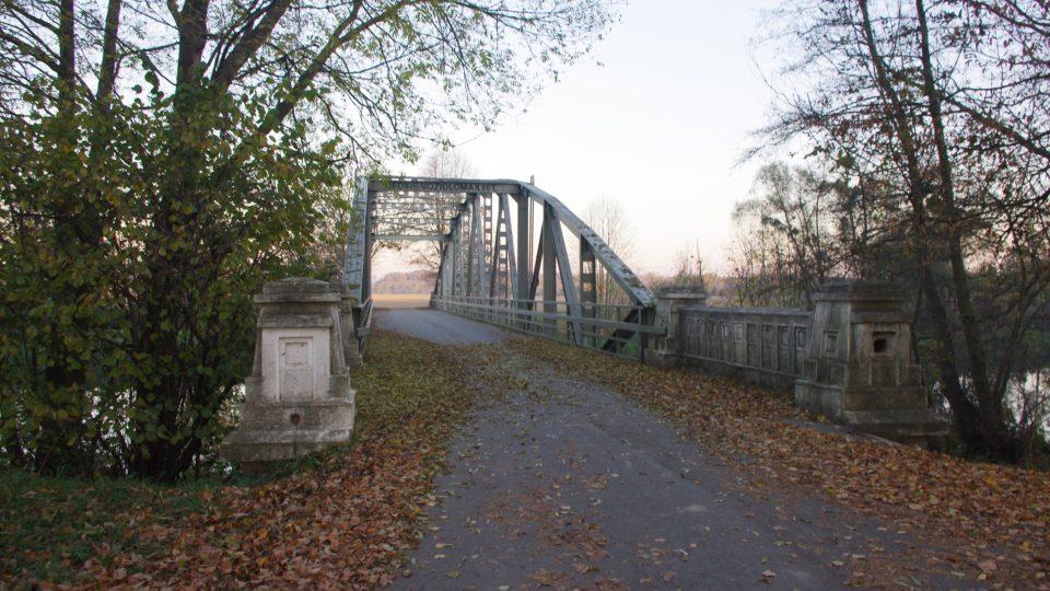 Unikátní most přes Moravu v Drahlově