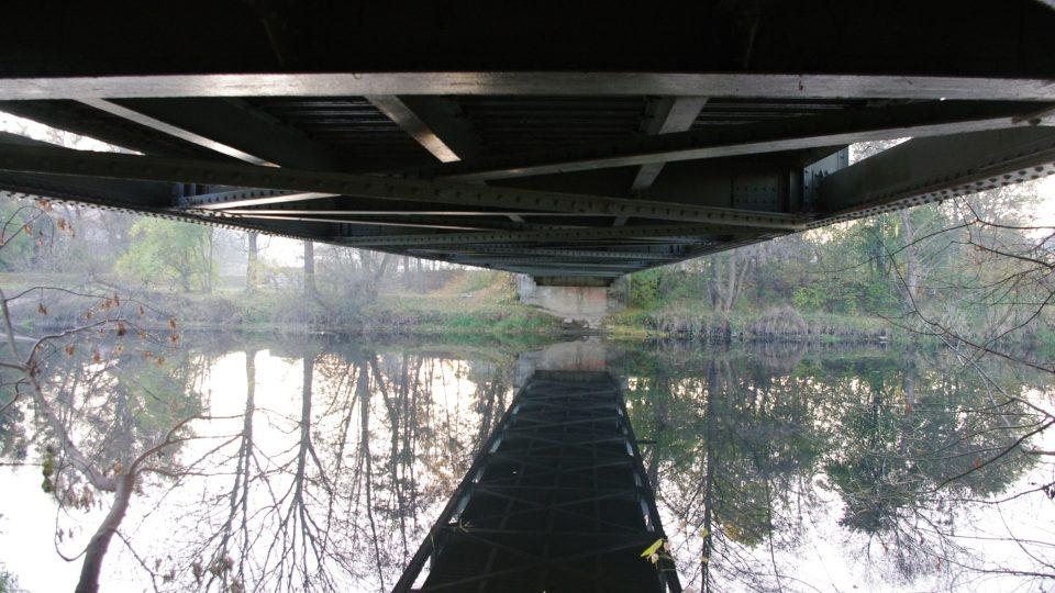 Unikátní mostovka zespodu