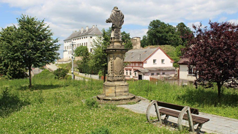 Pohled na hrad a zámek Úsov