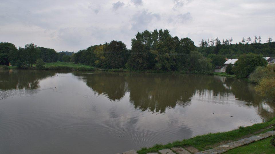 Rybník patřil k obranným prvkům tvrze