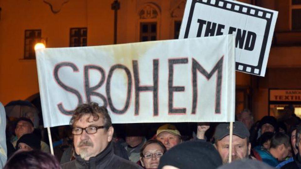 Protest proti prezidentovi Miloši Zemanovi v Lipníku nad Bečvou