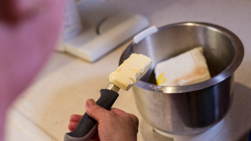 Nakonec přidáme povolené máslo