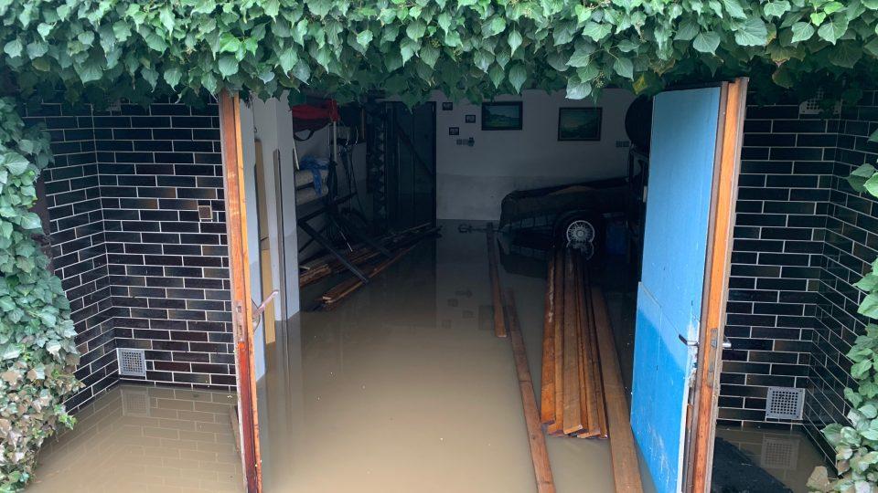 Podle starosty Brodku u Přerova rozvodněná Olešnice nemusela desítky domů vůbec zaplavit