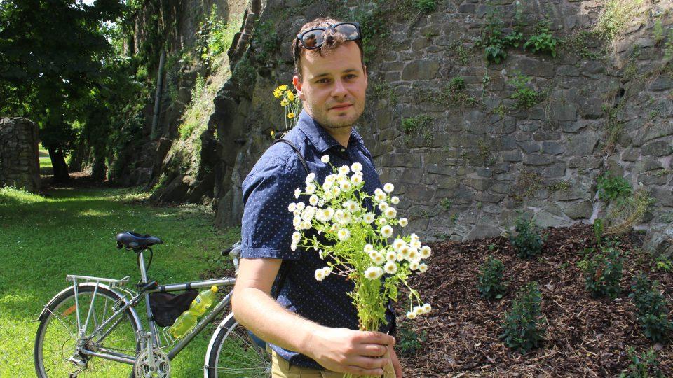 Řimbaba v ruce botanika Václava Dvořáka