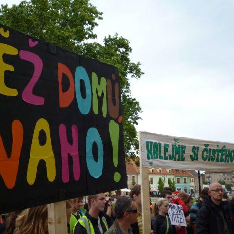 Demonstranti chtějí odvolání ředitelky školy