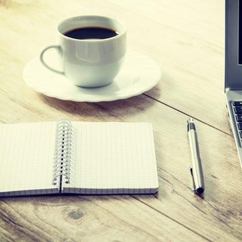 cafe a notebook - v kavárně - laptop
