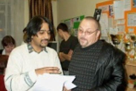 Kumar Vishwanathan a Ian Hancock (vpravo)