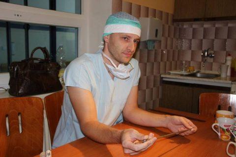 Karel Ročák a speciálni hřeb na vyztužení kostí