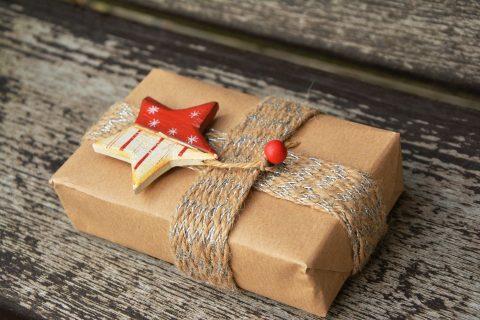 Dárek, balíček (ilustrační foto)