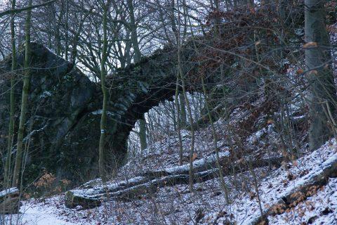Součástí novozámeckého areálu je i Čertův most u Mladče