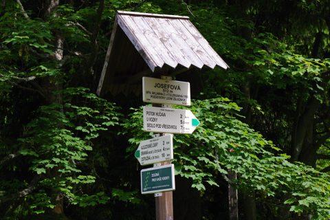 Do Josefové dnes vede zelená turistická značka z Branné