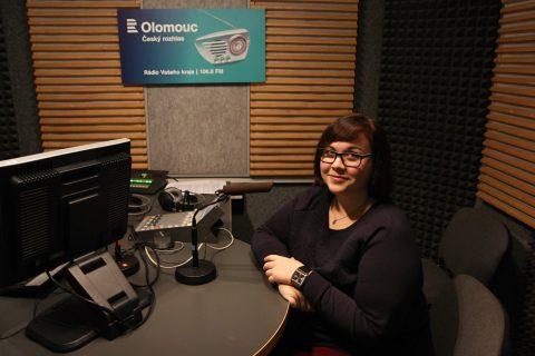 Veronika Vališová ve studiu Českého rozhlasu Olomouc