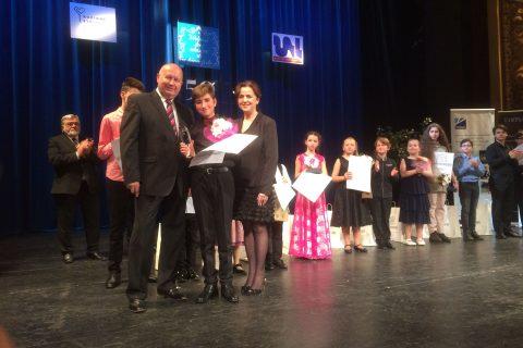 Absolutnímu vítězi Zvjezdanu  Vojvodićovi (14 let) předali ocenění hejtman Oldřich Bubeníček (KSČM) a primátorka Věra Nechybová (BEZPP za UFO)