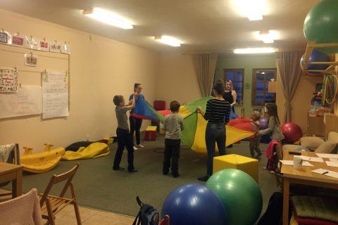 Modré odpoledne, kroužek rodinného centra Olivy v Olomouci pro autistické děti