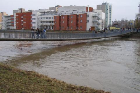 Lávka přes řeku Moravu v Kroměříži