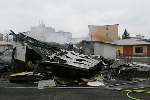 Oheň zničil bývalou restauraci v Karlových Varech na sídlišti Růžový vrch