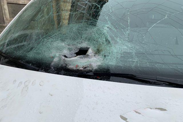 Automobil poškozený výbuchem | foto: Lenka Kratochvílová,  Český rozhlas