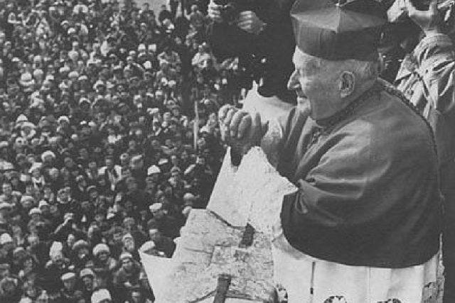O svatořečení Anežky České se zasloužil kardinál Tomášek (na snímku v listopadu 1989)