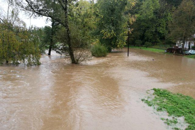 Rozvodněná řeka Třebůvka v Lošticích 14 10. 2020