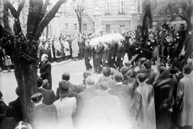 Pohřeb Jana Opletala 15. listopadu 1939