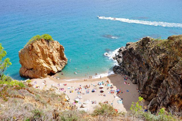 Léto na pláži u moře (ilustrační snímek)